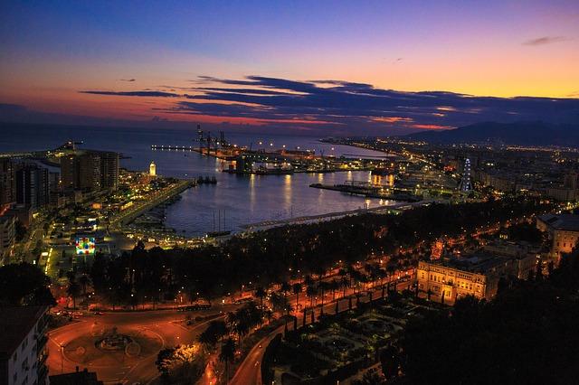 Malaga esti látképe